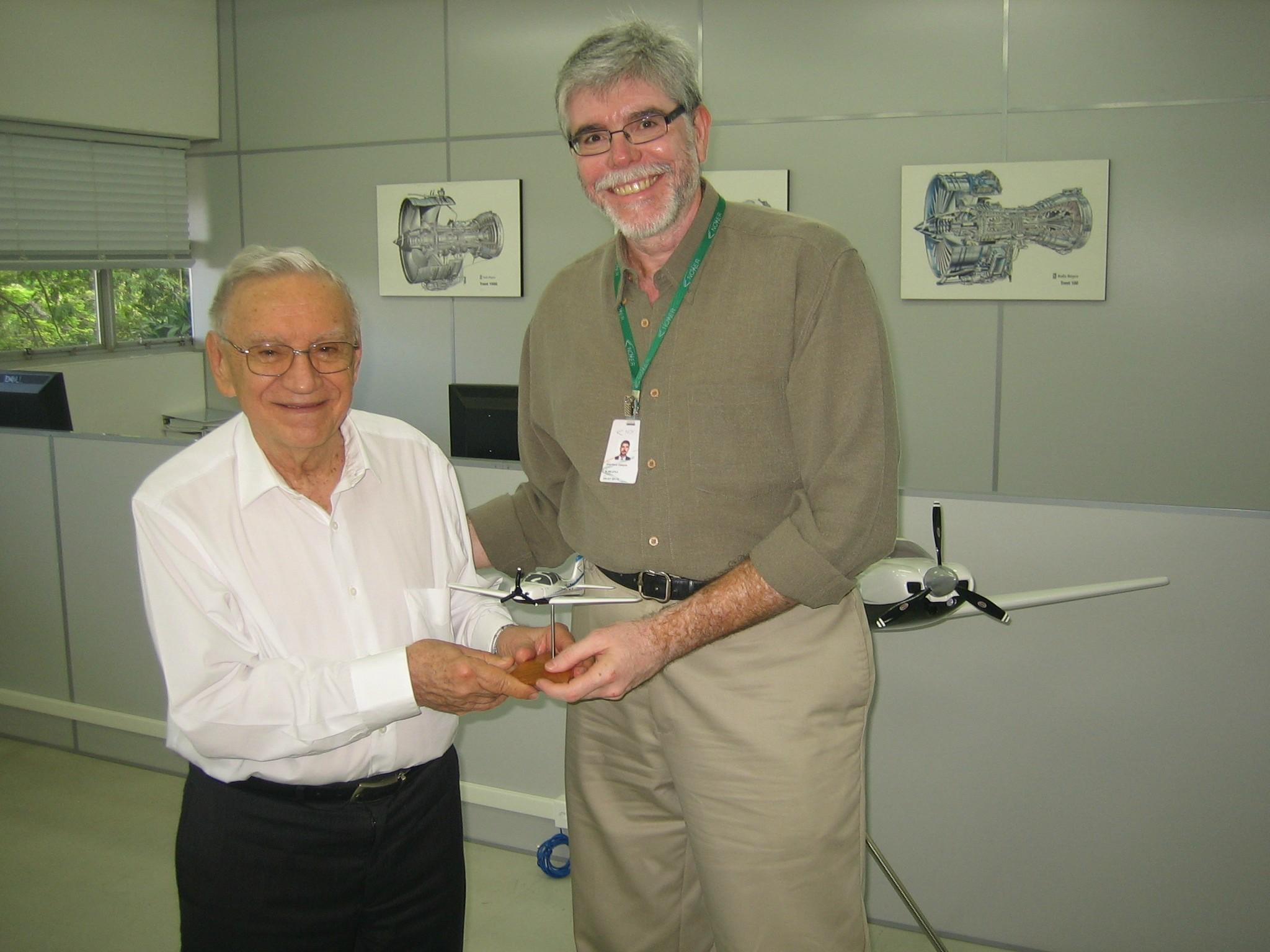 Novaer receives the visit of Engineer Ozires Silva