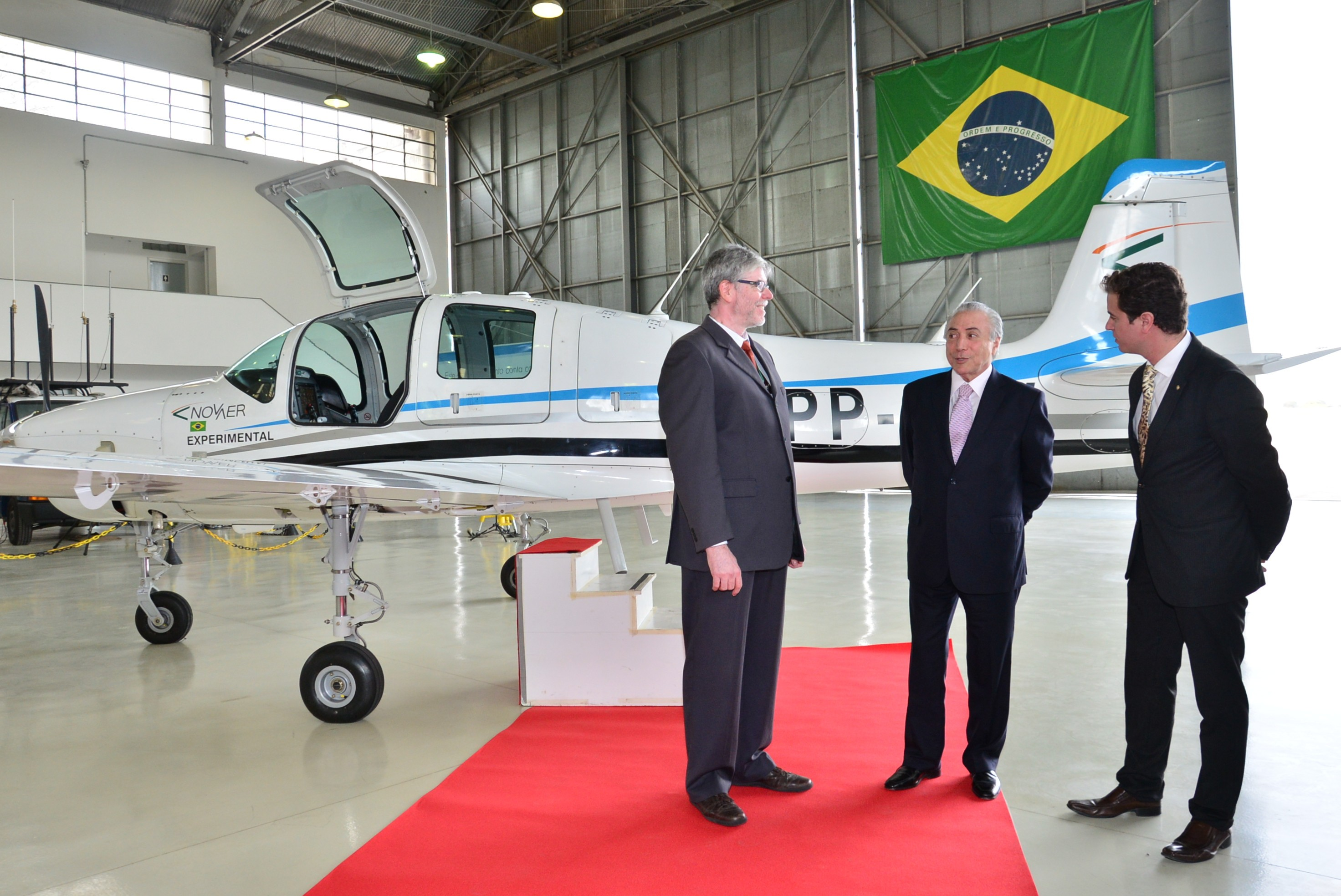 Mr Michel Temer visits Novaer's T-Xc aircraft Prototype